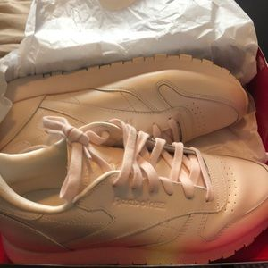 Pearly pink Reebok classic